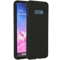 Accezz Liquid Silicone Backcover Samsung Galaxy S10e - Zwart