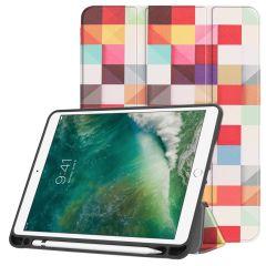 iMoshion Design Trifold Bookcase iPad (2018) / (2017) / Air (2)